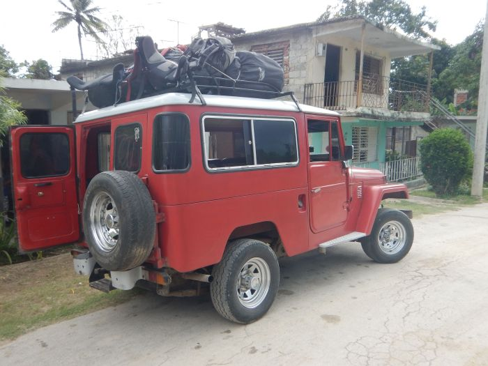 Transport from Baracoa to Santiago de Cuba. Room for 8 backpackers with huge luggage